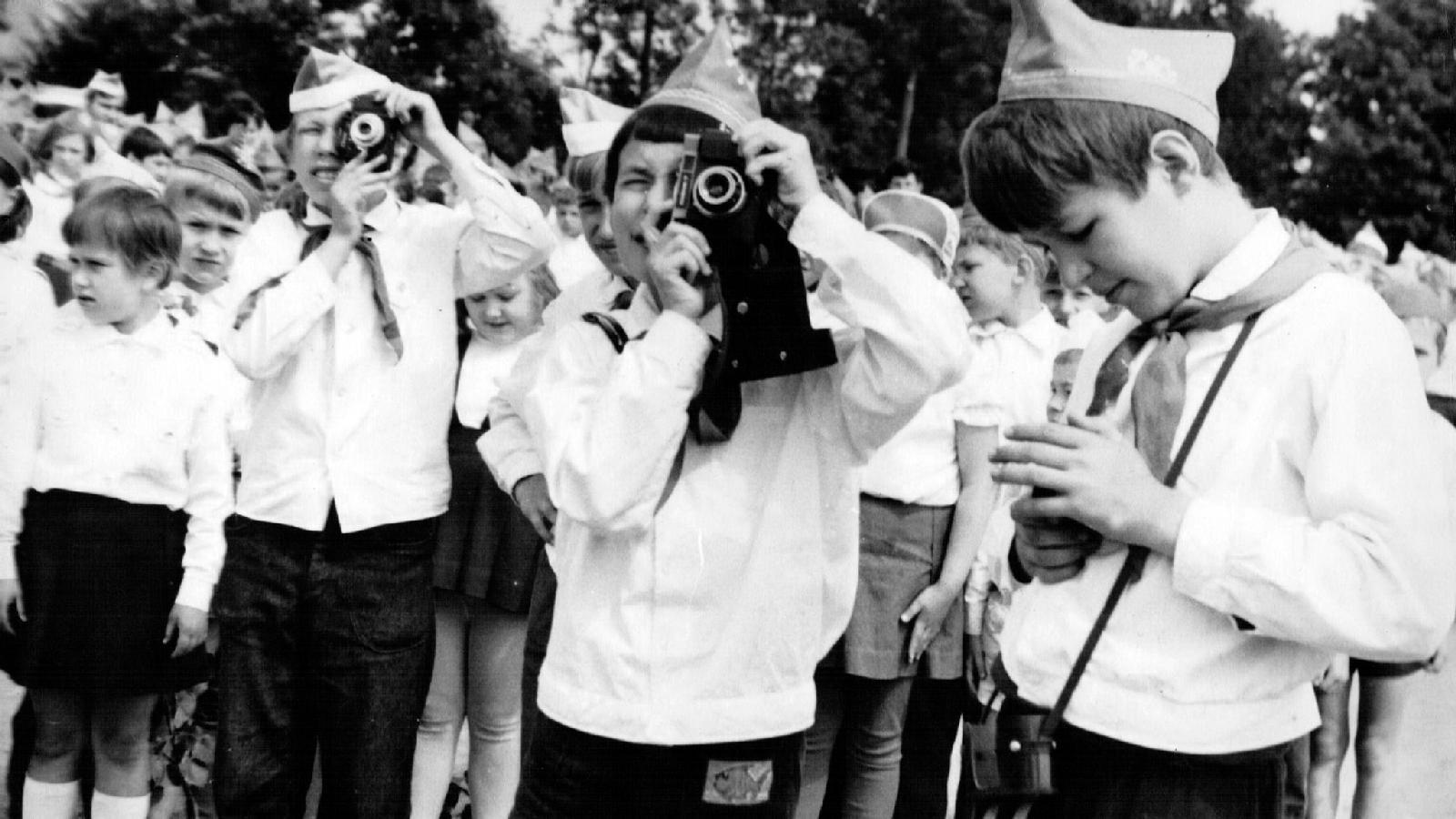 Пионерлагерь «Огонек», Юрий Феклистов в центре, 1972