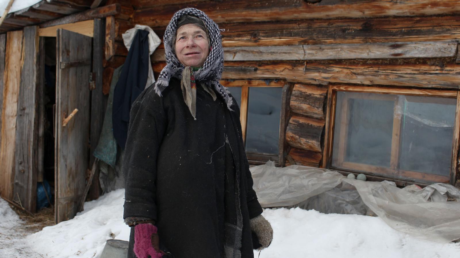 Агафья Карповна Лыкова на заимке, Хакасская тайга