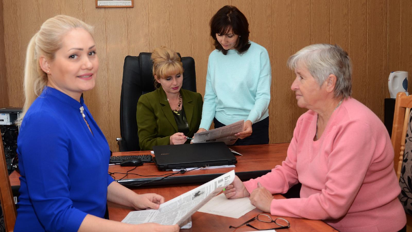 Редакционная планерка. Слева направо: корреспондент Ирина Максимова, главный редактор Лира Гафарова, заведующая агропромотделом Айсылу Хасанова, ответственный секретарь  Любовь Ермакова