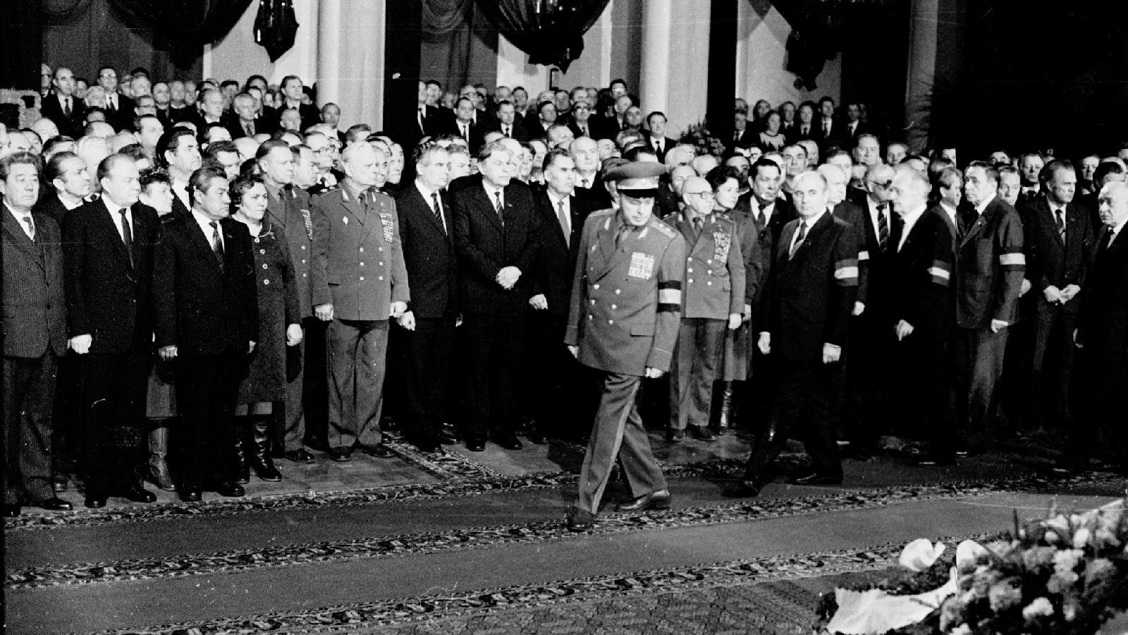 Михаил Горбачев напохоронах К. У.Черненко, 11 марта 1985