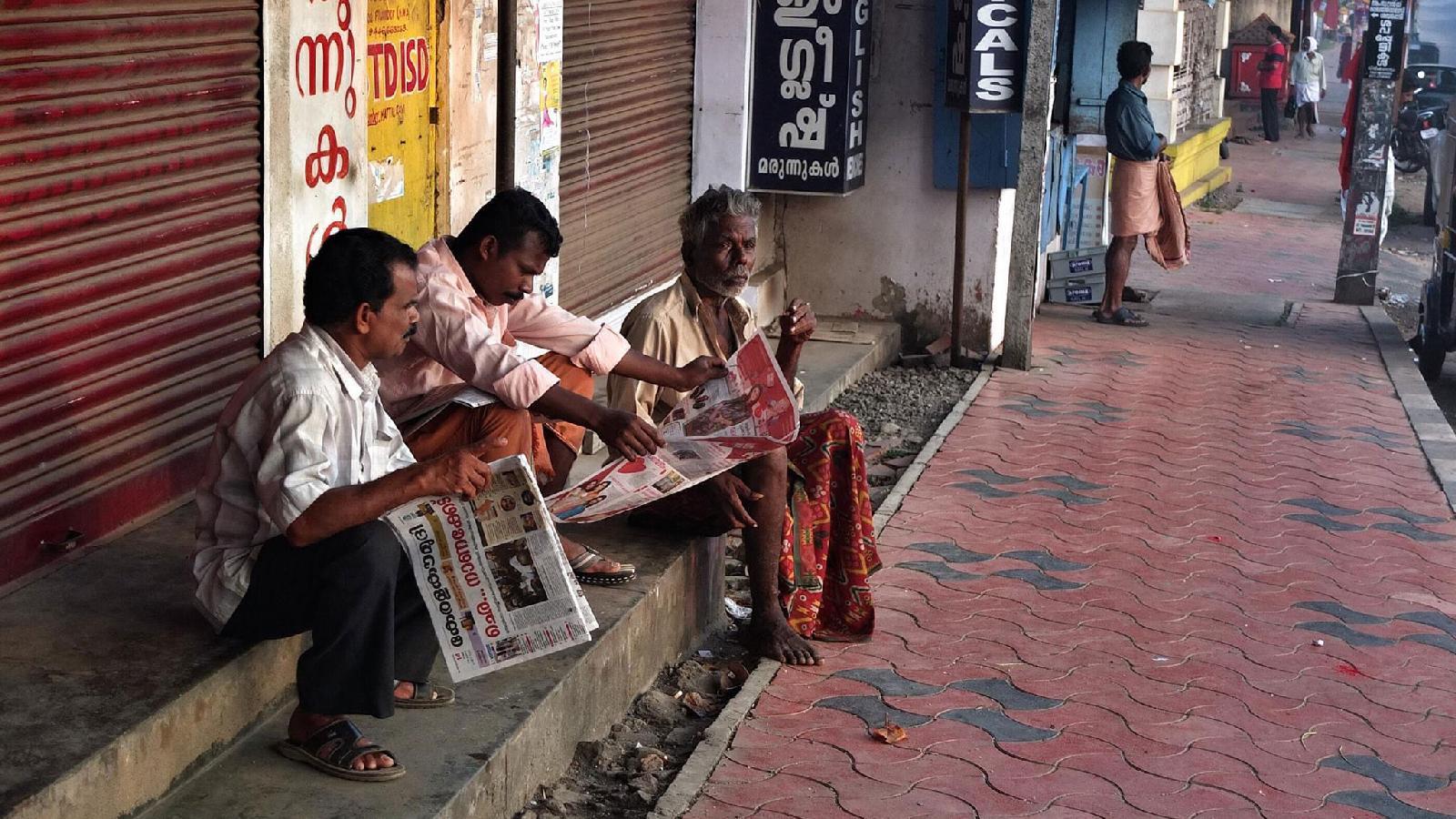 Уровень продаж газет на местных языках остается стабильным. Тиражи англоязычных изданий падают