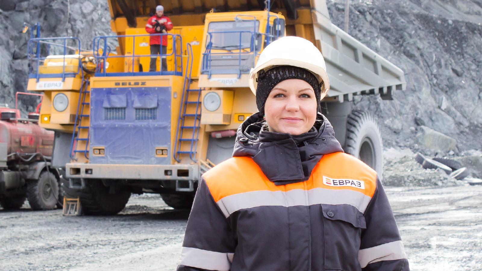 Администратор сайта Алла Холодилова ведет репортаж из карьера комбината