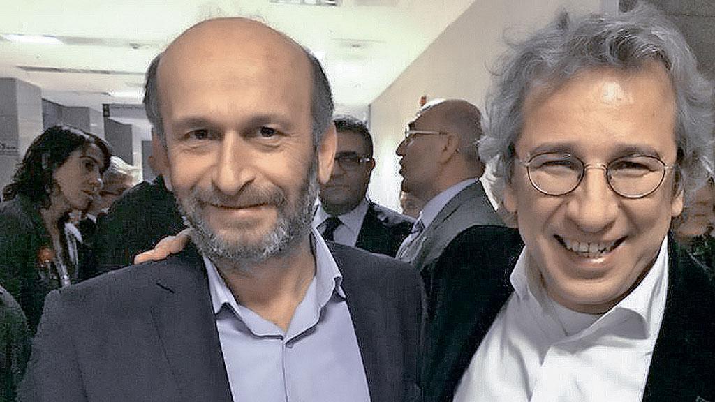 Двум турецким журналистам грозит пожизненное заключение за рассказ о том, как правительство их страны якобы вооружало боевиков в Сирии