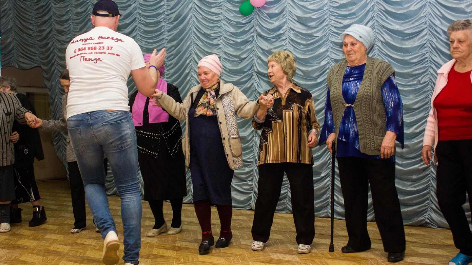 Танцевальный мастер‑класс побачате вПензенском доме ветеранов.  4 апреля 2018года