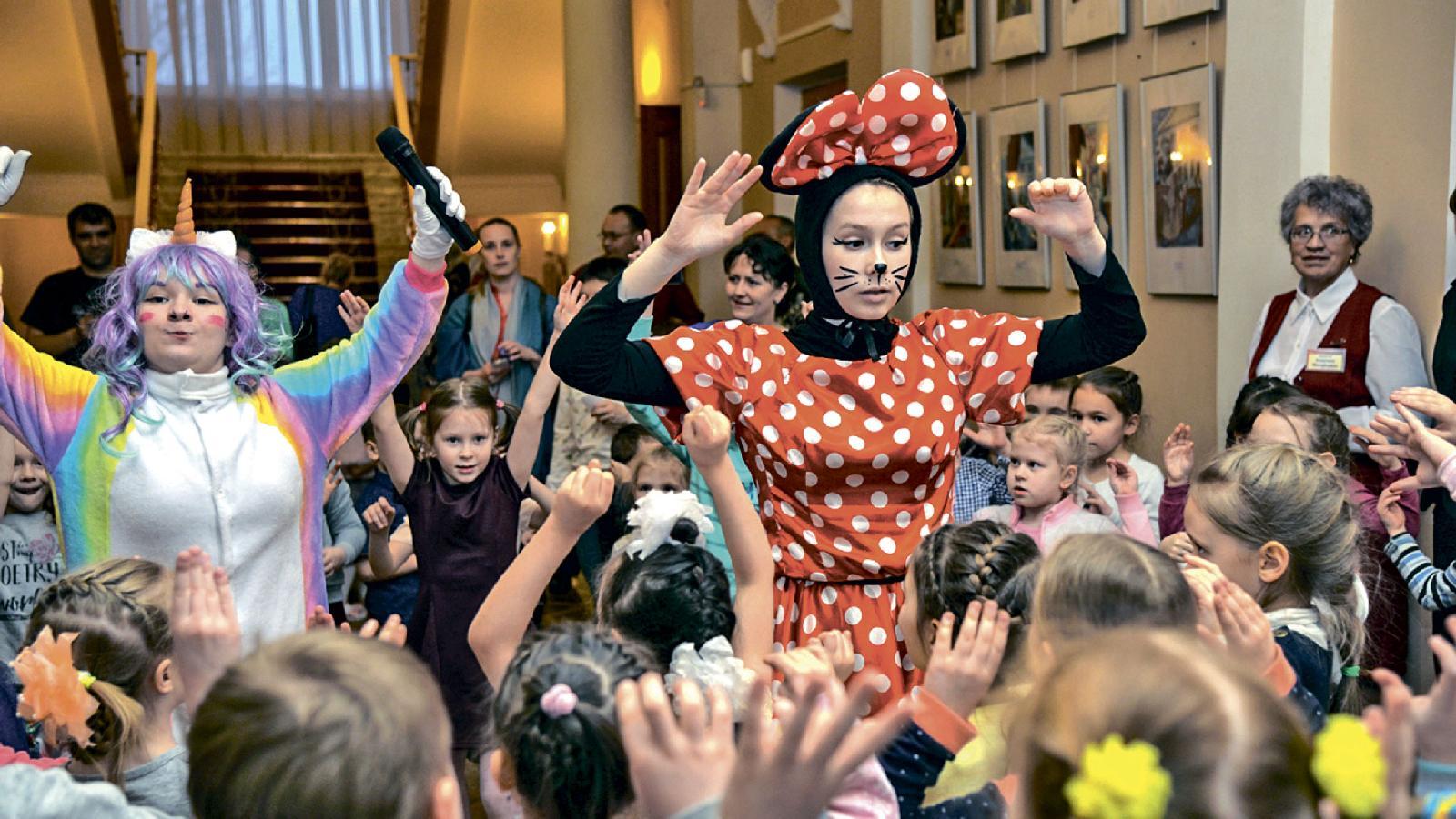 Конкурс рисунков «Мой город — мой мир» завершился ярким праздником в Театре музыки, драмы и комедии. Новоуральск. 13 февраля 2019 года