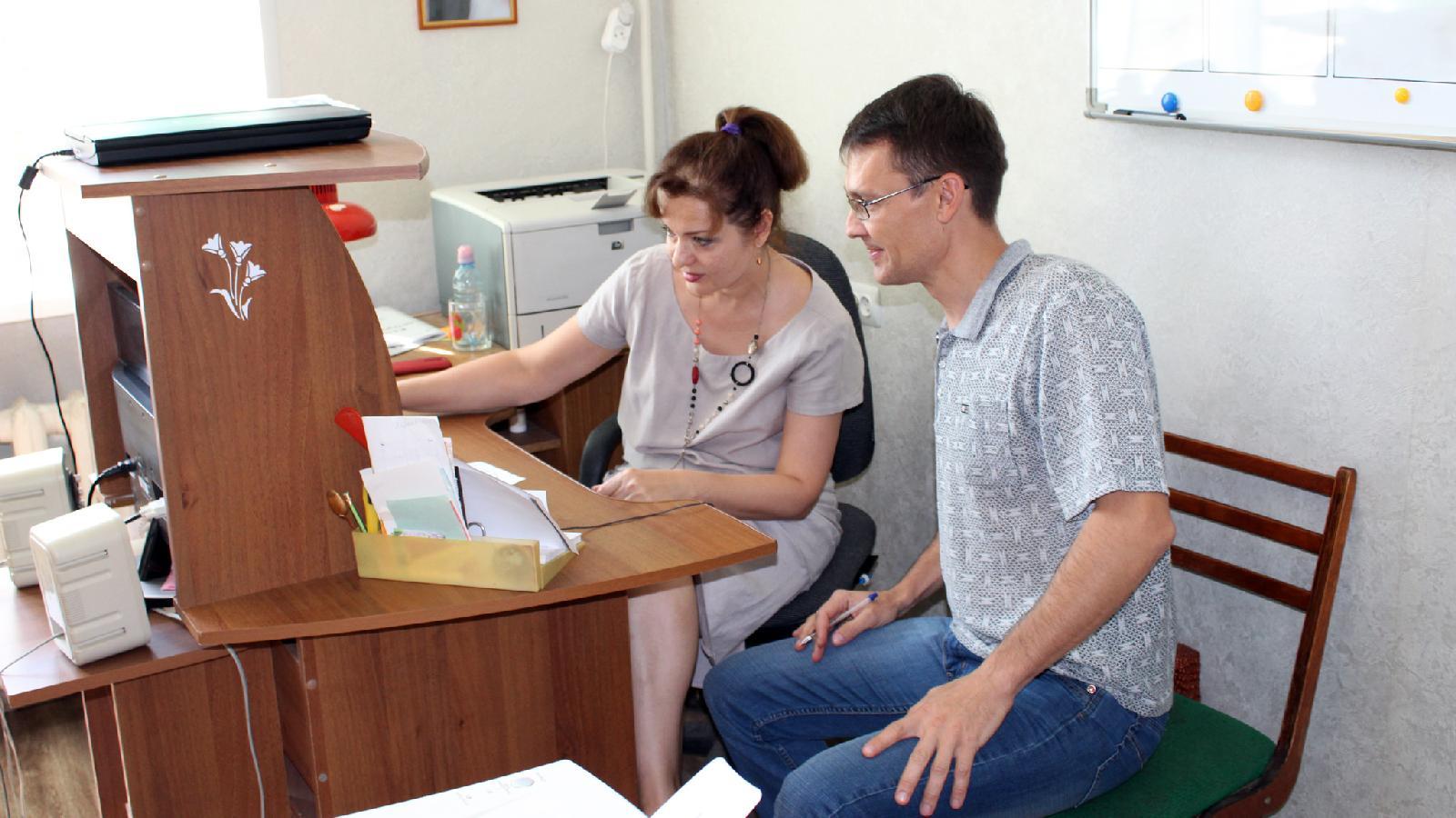 Верстку газеты ведут выпускающая Елена Молодых иответственный секретарь Николай Щулькин