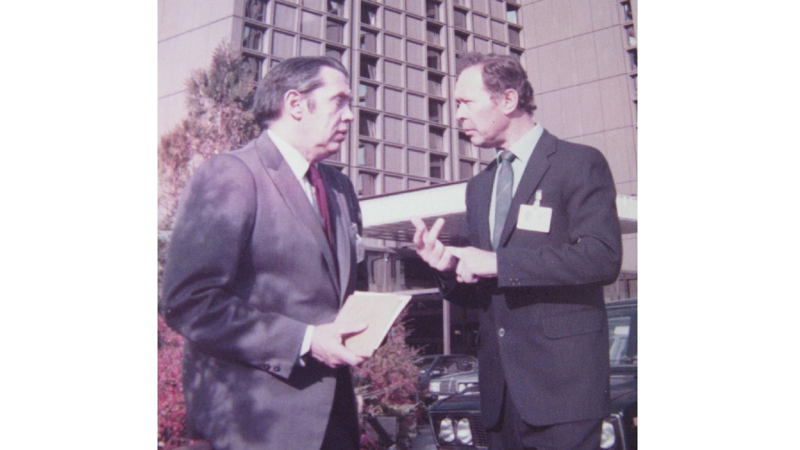 С Робертом Рождественским на Международном конгрессе культуры в Будапеште. 1988 год