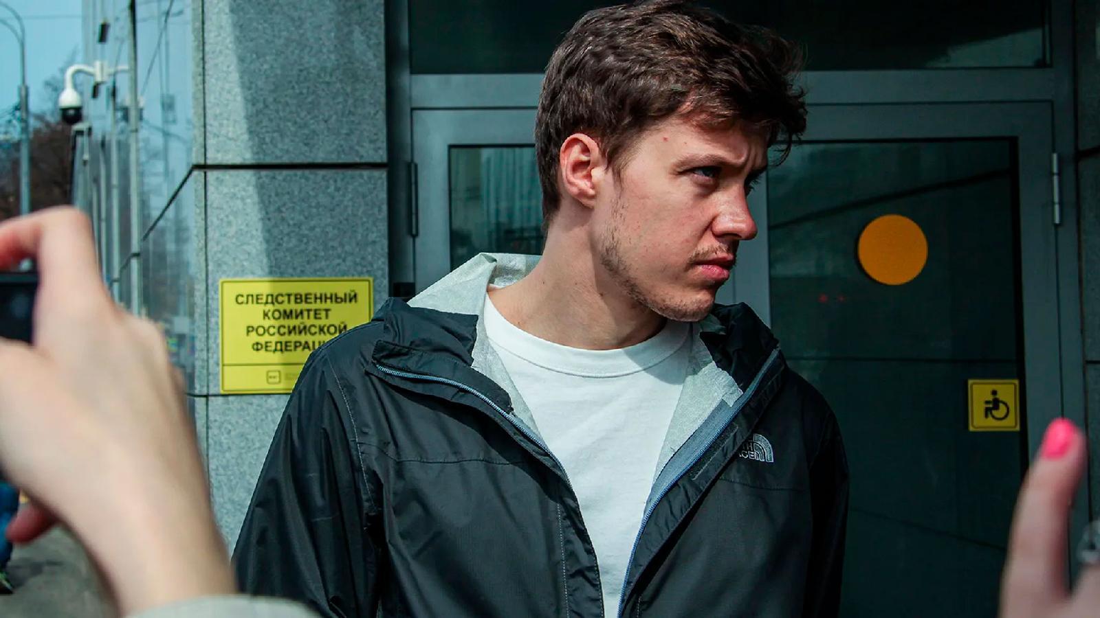 Роман Анин перед допросом в СК 12 апреля 2021