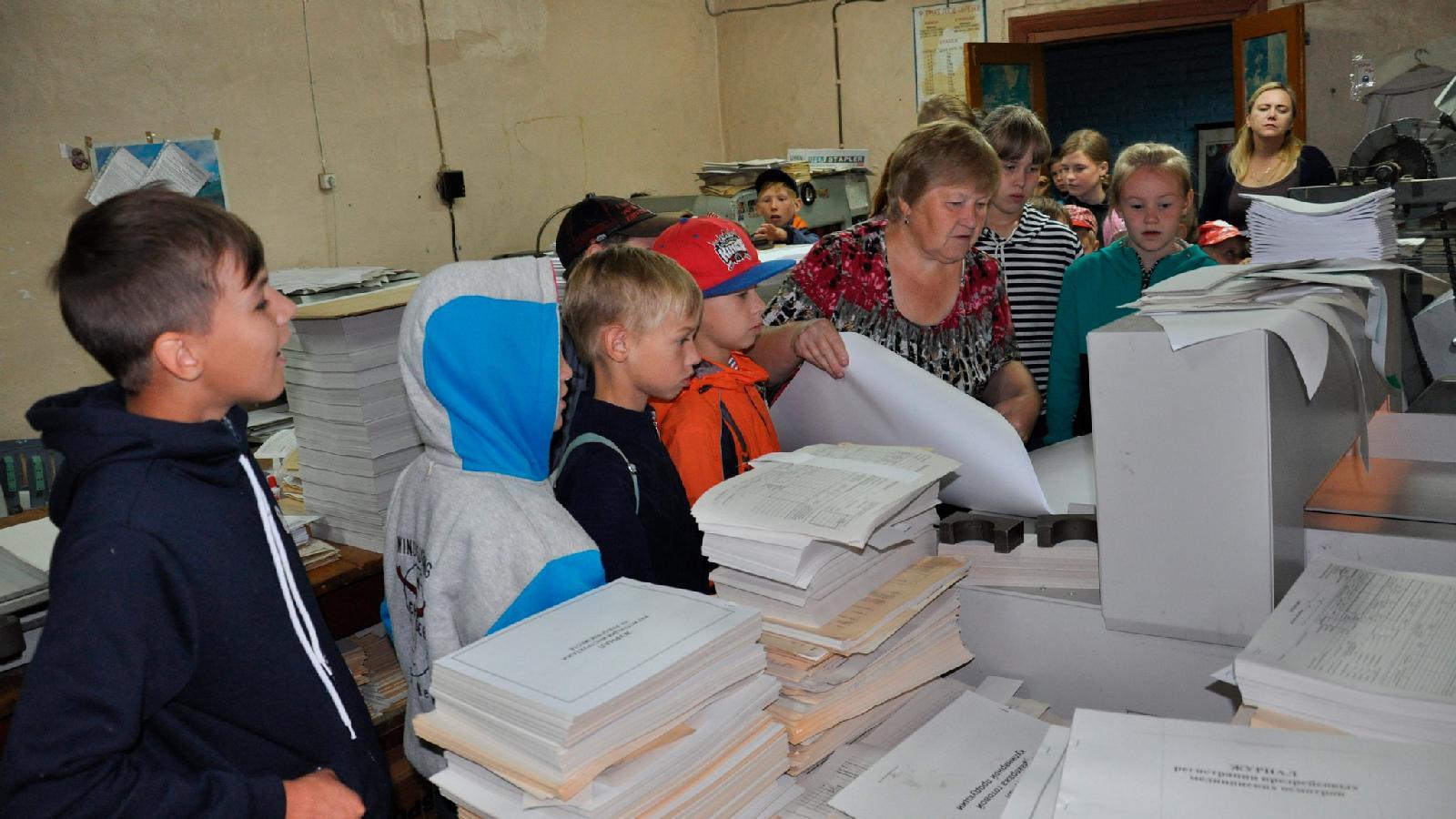 Местные школьники на экскурсии в редакции «Тотемских вестей»