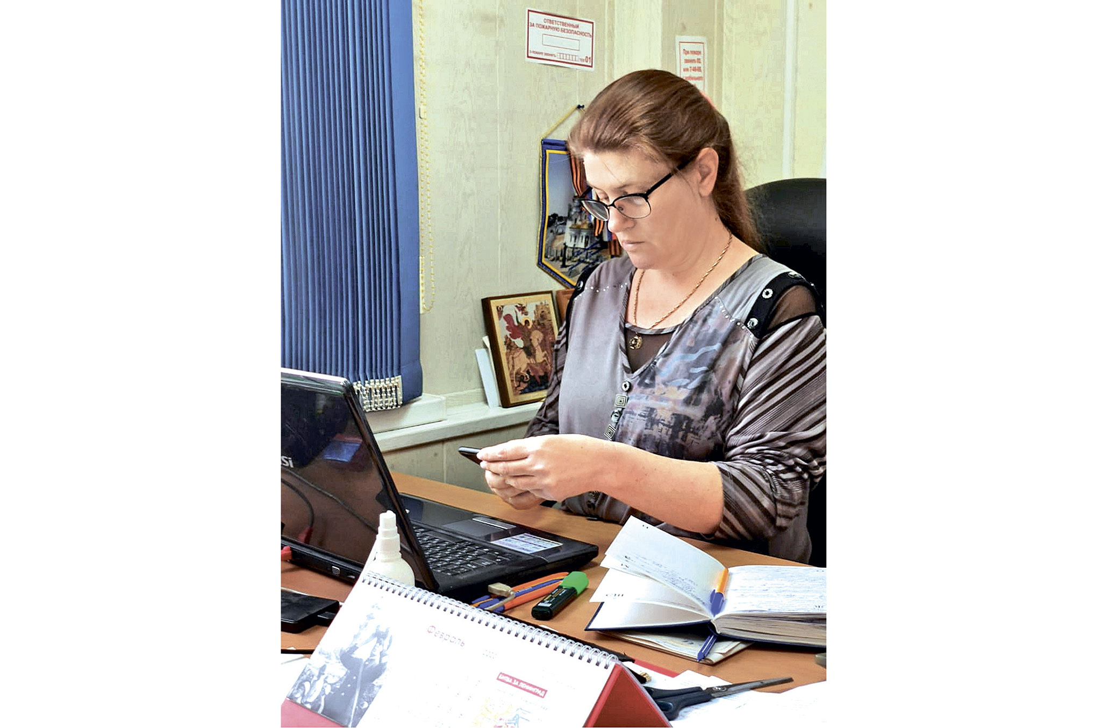 Елена Пивоварова отвечает на вопросы читателей в соцсетях в режиме онлайн