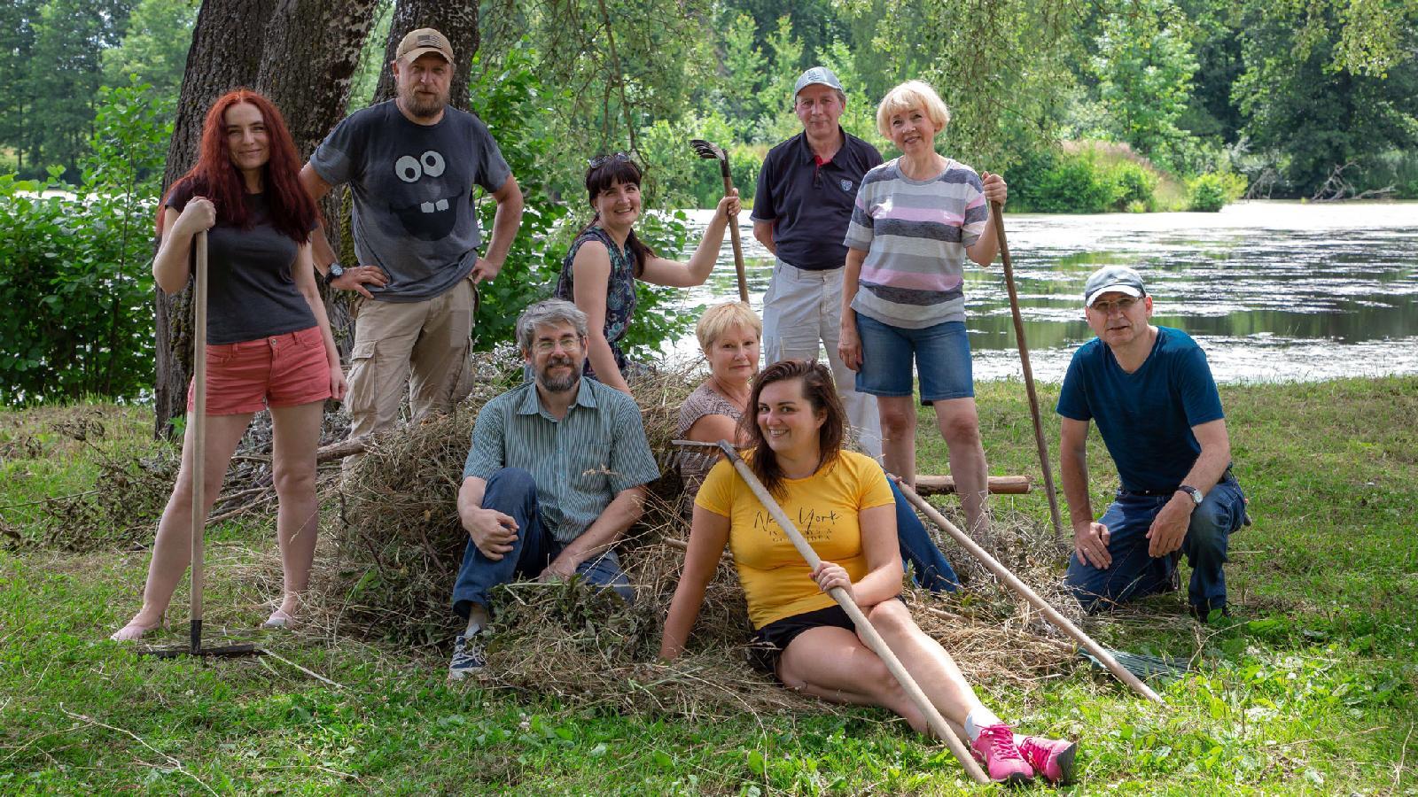 Сотрудники редакции приняли участие в волонтерской акции ВладимироСуздальского музея-заповедника, приехав на уборку парковой зоны усадьбы Храповицкого. 13 июля 2020 года