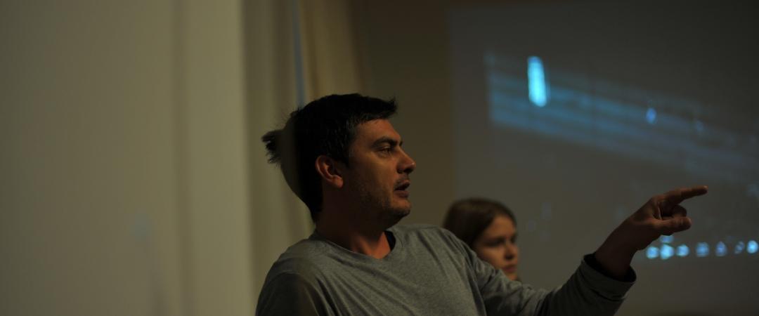 Фотокорреспондент Неманья Пончик дает мастер-класс новгородским журналистам