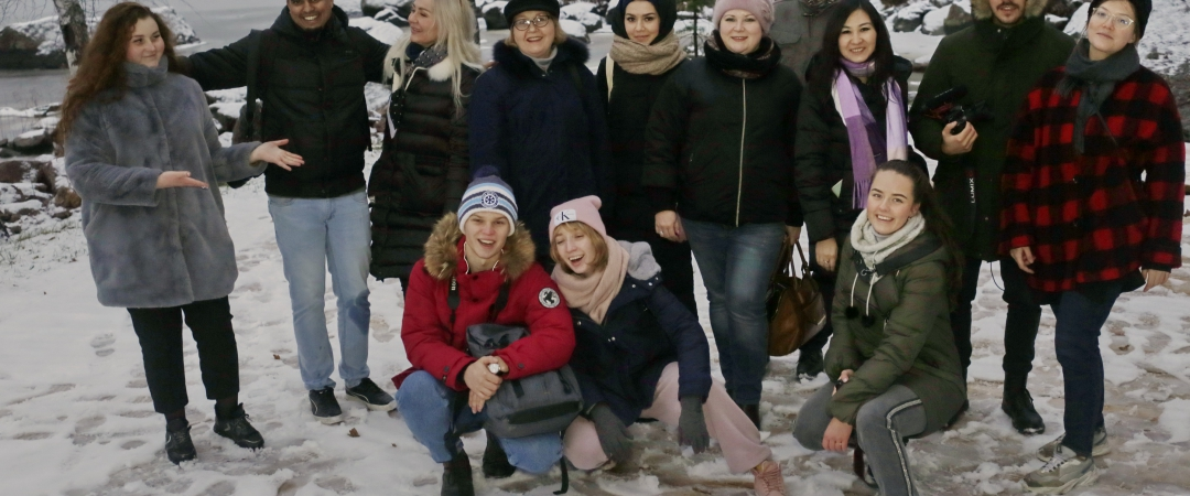 Интернациональная группа журналистов в Выборге. Фото: Анвар Галеев