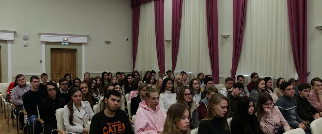 ПсковГУ. Студенты на лекции от иностранных журналистов, участников Форума. Фото: Софья Аул