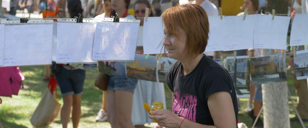 «Фотосушка» — традиционное название дляэкспресс-фотовыставок наулице