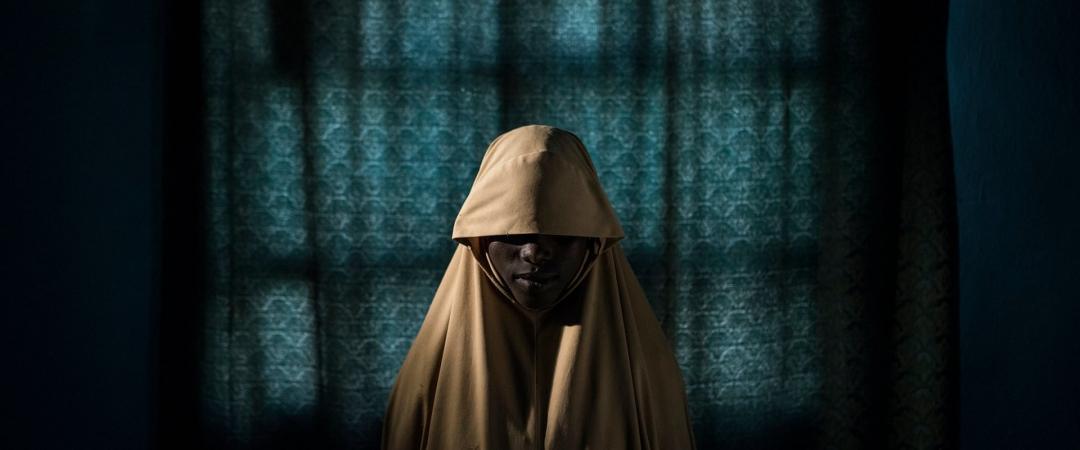 World Press Photo 2018. 1‑е место вноминации «Люди (истории)». Наснимке 14‑летняя Аиша, сбежавшая отбоевиков «Боко Харам» (запрещена вРФ). Фото: Адам Фергюсон