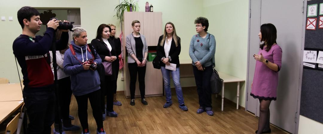 Журналисты России, Грузии, Узбекистана, Хорватии и Польши в Центре лечебной педагогики (г. Псков). Фото: Софья Аул